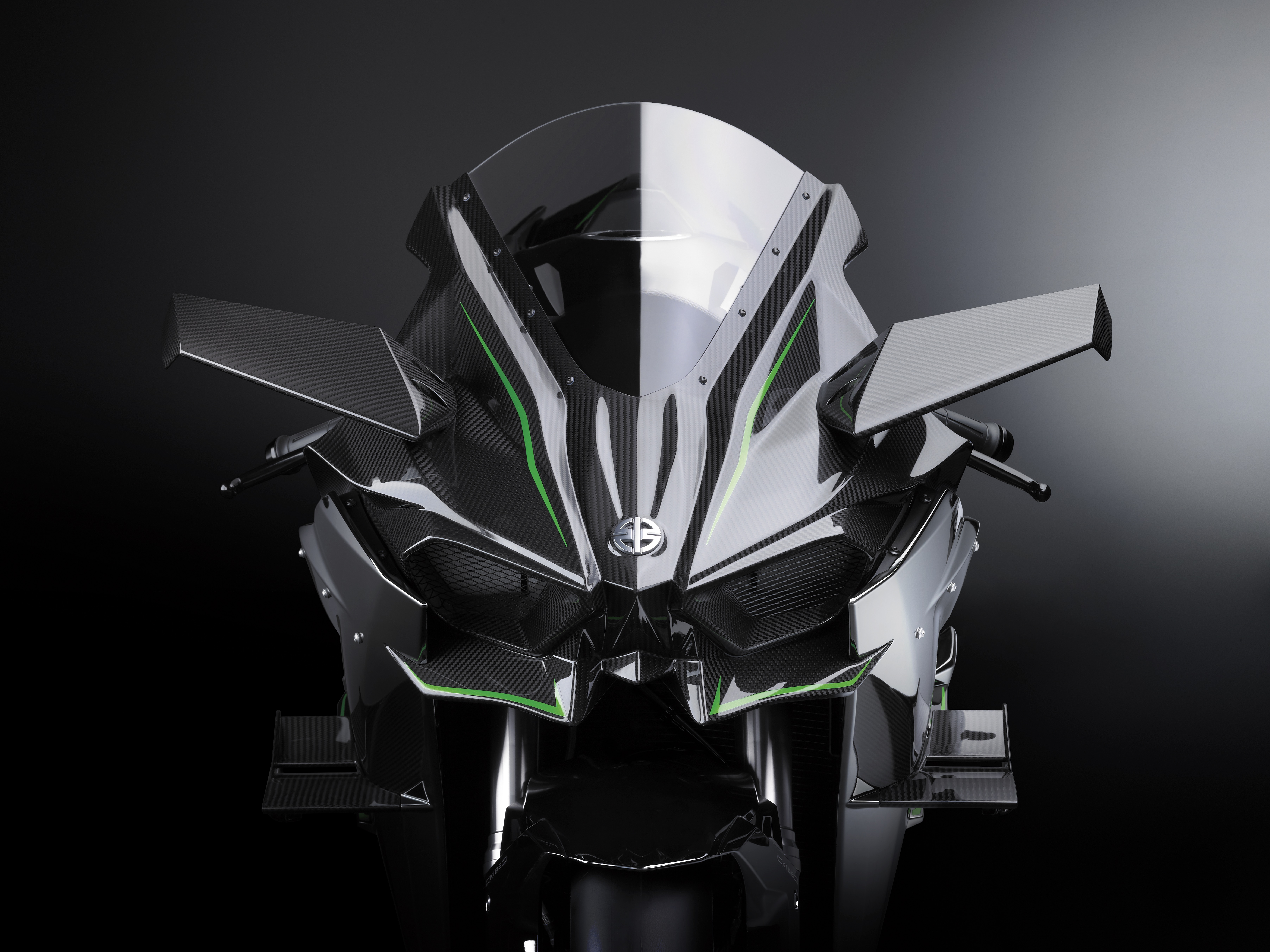 Ninja H2™ facing front with silver mirror paint